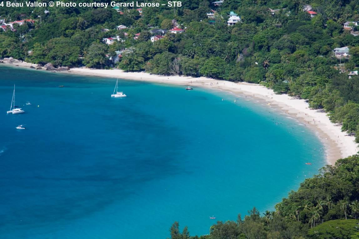Baai en strand van Beau Vallon Mahe Seychellen