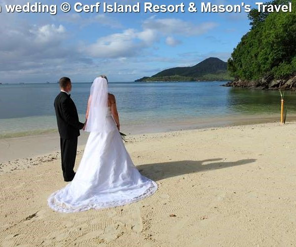 Beach Wedding © Cerf Island Resort & Mason's Travel