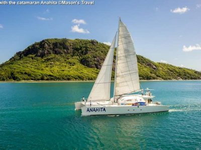 Tour with the catamaran Anahita