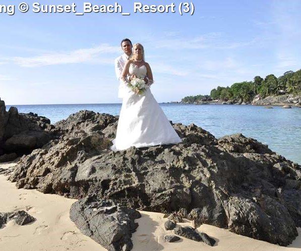 wedding zonsondergang bijBeach Resort