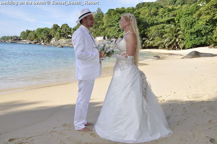Wedding On The Beach © Sunset Beach Resort