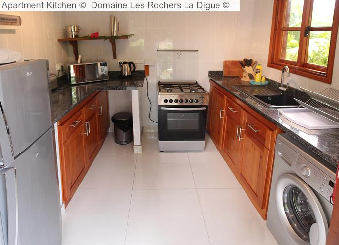 Apartment Kitchen © Domaine Les Rochers La Digue ©
