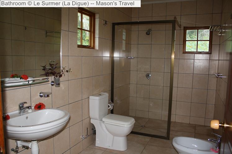 Bathroom of Le Surmer Chalets (La Digue)