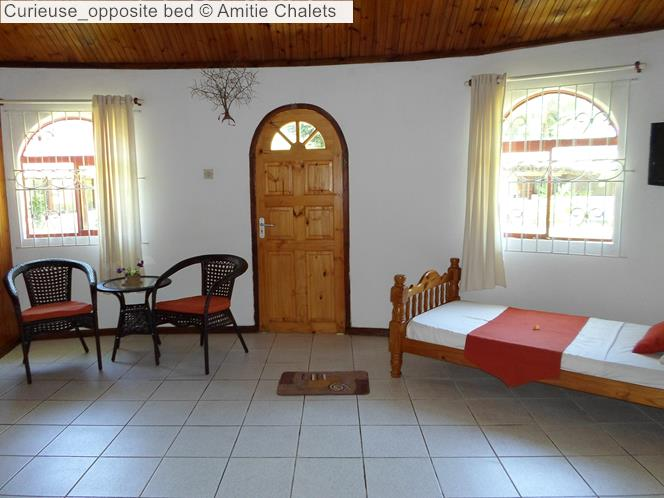 Curieuse opposite bed Amitie Chalets