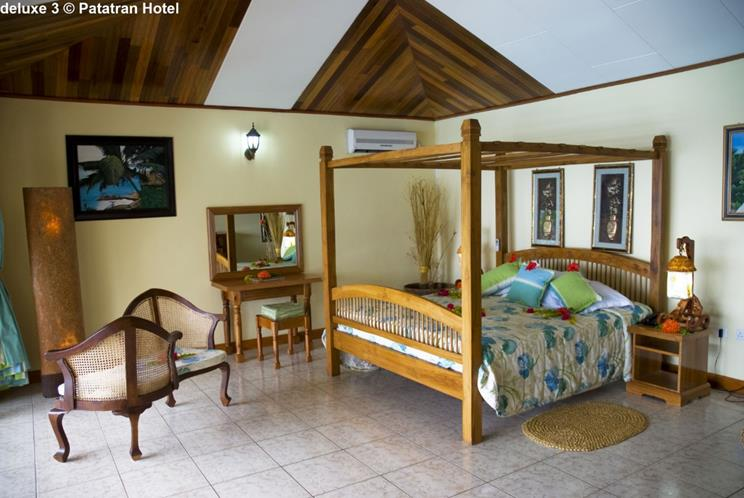 DeLuxe room Patatran Village (La Digue, Seychelles)
