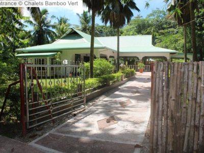 Entrance Chalets Bamboo Vert