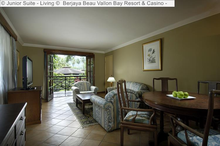 Junior Suite Living © Berjaya Beau Vallon Bay Resort & Casino