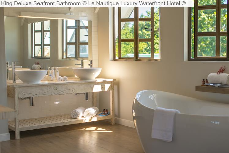 King Deluxe Seafront Bathroom © Le Nautique Luxury Waterfront Hotel ©