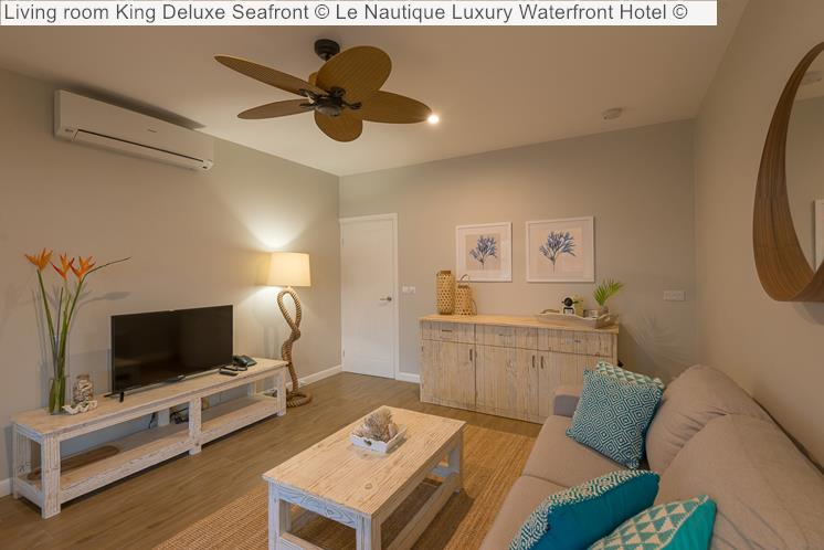 Living Room King Deluxe Seafront © Le Nautique Luxury Waterfront Hotel ©