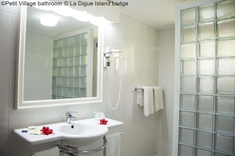 Petit Village Bathroom © La Digue Island Lodge