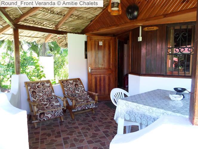 Round Front Veranda Amitie Chalets