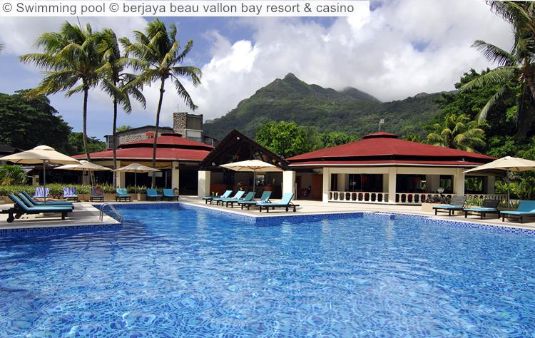 Swimming Pool © Berjaya Beau Vallon Bay Resort & Casino