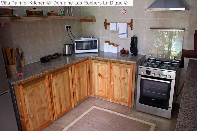 Villa Palmier Kitchen © Domaine Les Rochers La Digue ©