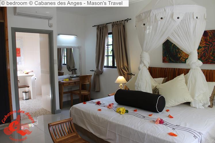 Bedroom © Cabanes Des Anges Mason's Travel