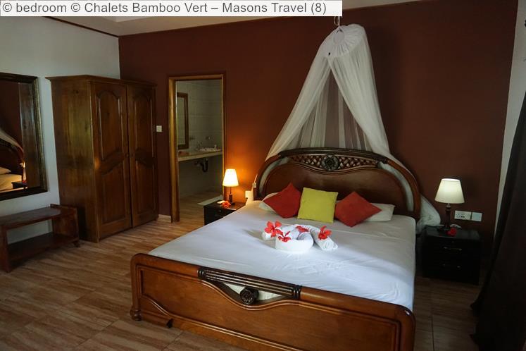 Bedroom © Chalets Bamboo Vert –