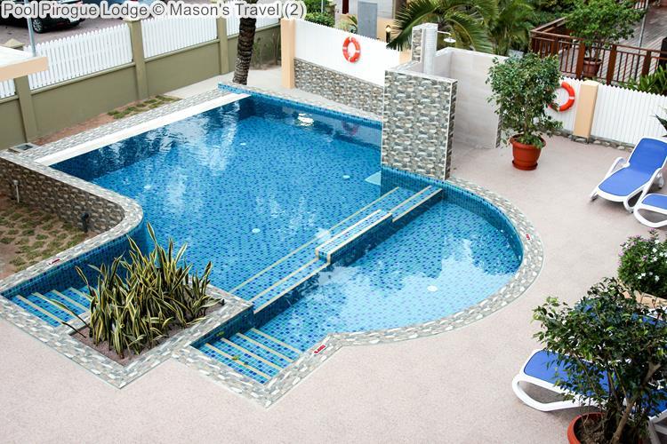Pool Pirogue Lodge