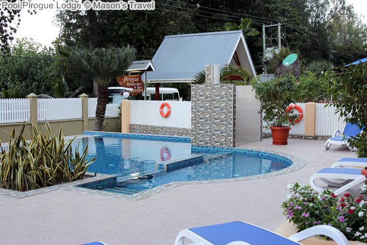 Pool Pirogue Lodge © Mason's Travel