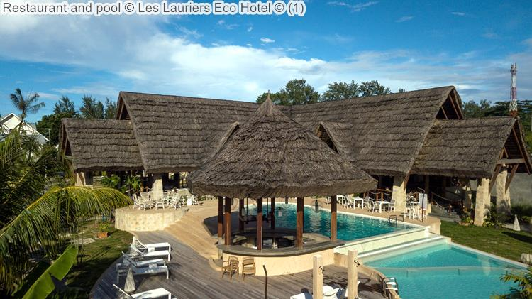 Restaurant and pool Les Lauriers Eco Hotel