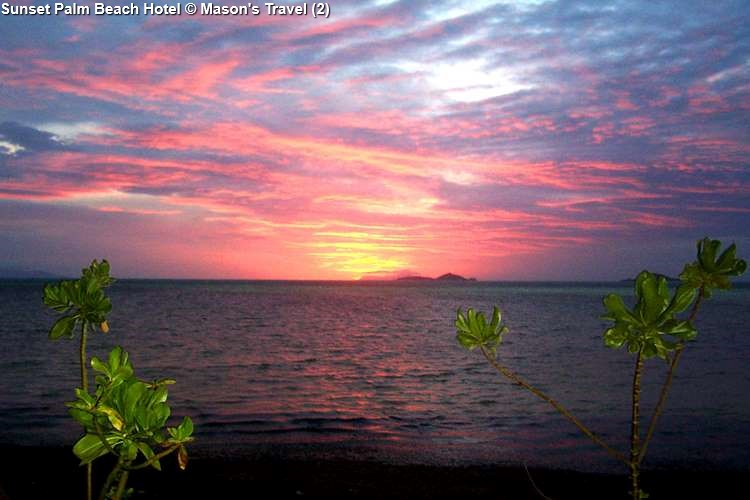 zonsondergang bijPalm Beach Hotel