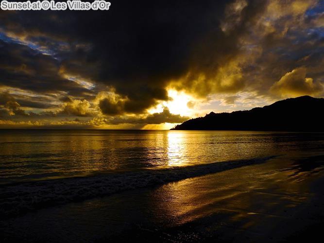 zonsondergang bijat Les Villas dOr