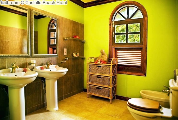 bathroom Castello Beach Hotel