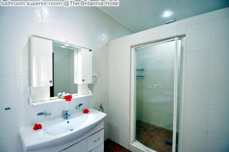 bathroom superior room @The Britannia Hotel