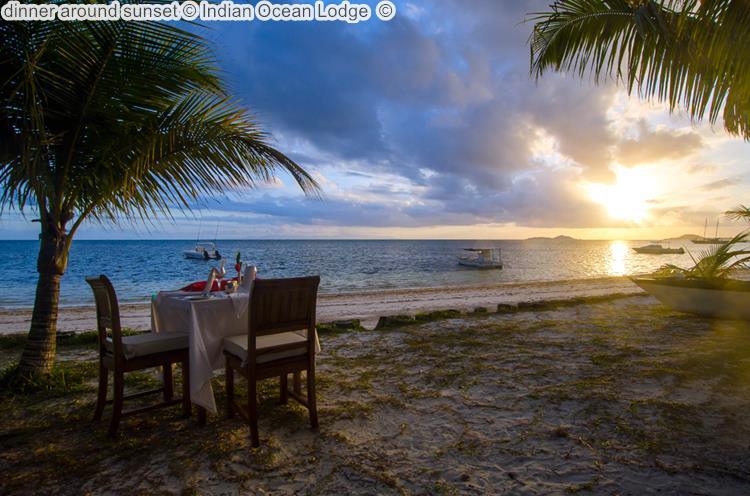 dinner around zonsondergang bijIndian Ocean Lodge