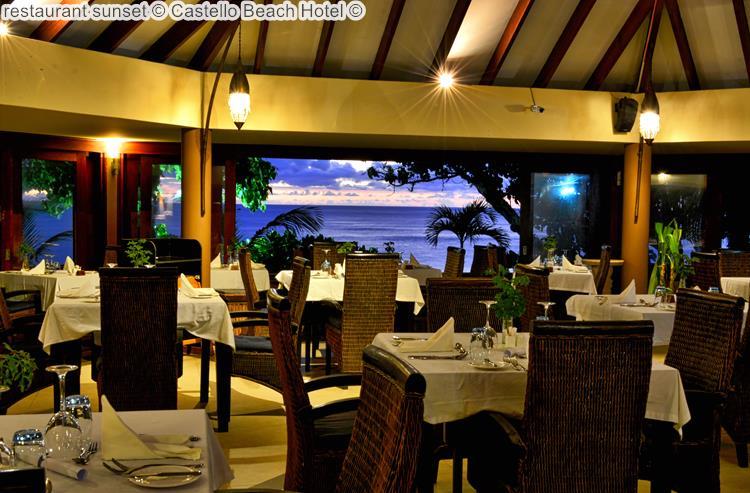 restaurant zonsondergang bijCastello Beach Hotel