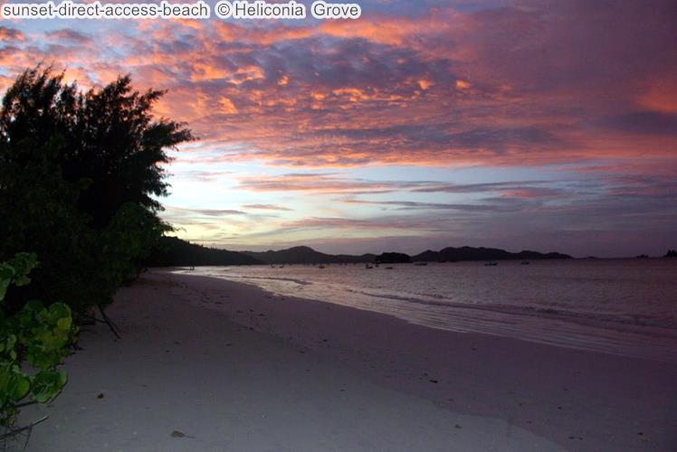 zonsondergang bijdirect access beach Heliconia Grove