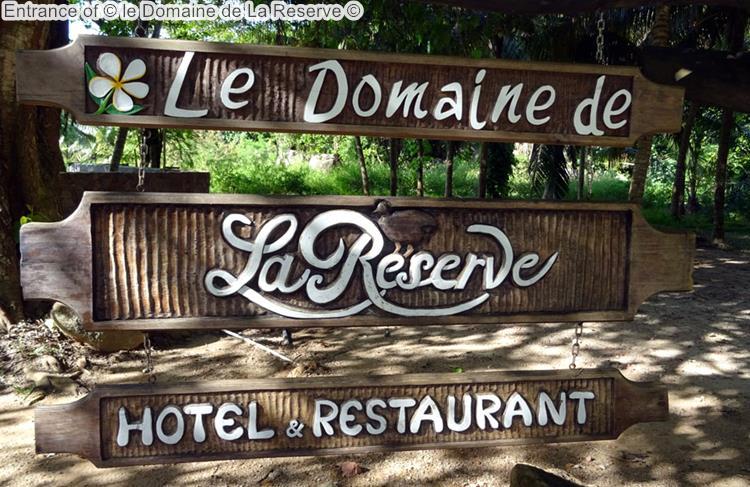 Entrance of le Domaine de La Reserve