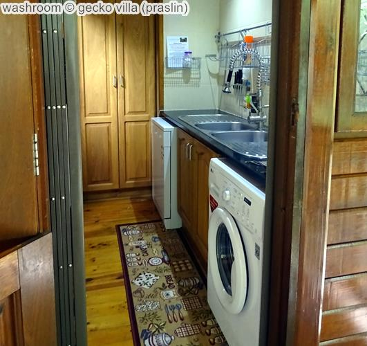 washroom gecko villa praslin