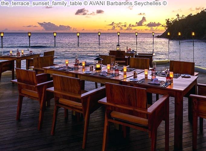 The Terrace zonsondergang bijFamily Table © AVANI Barbarons Seychelles ©