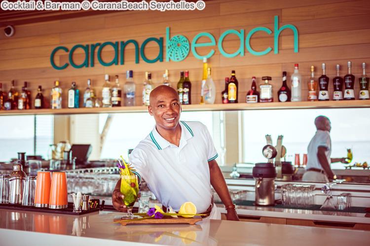 Cocktail Bar man CaranaBeach Seychelles