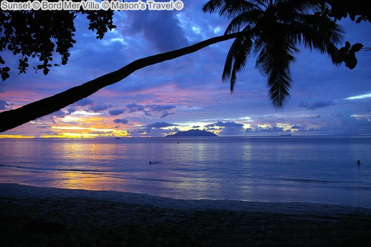 zonsondergang bijBord Mer Villa