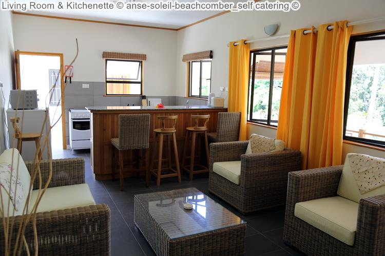 woonkamer en kitchenette anse soleil beachcomber self catering Mahé Seychellen