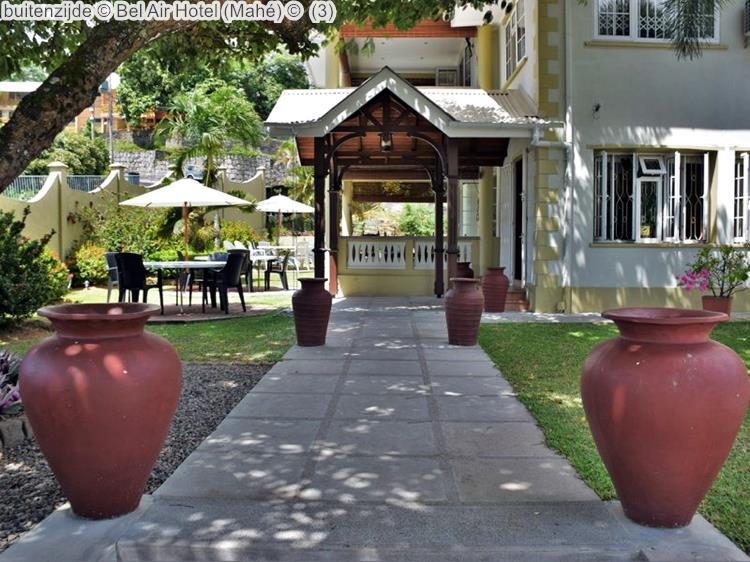 buitenzijde Bel Air Hotel Mahé