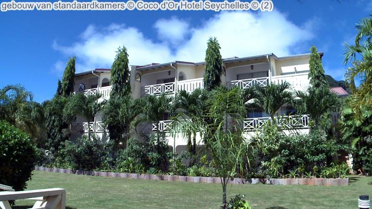 gebouw van standaardkamers Coco d'Or Hotel Seychellen