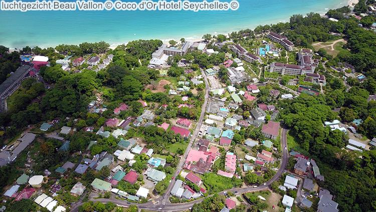 luchtgezicht Beau Vallon met Coco d'Or Hotel Seychellen
