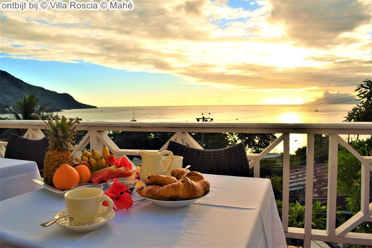 ontbijt bij Villa Roscia Mahé