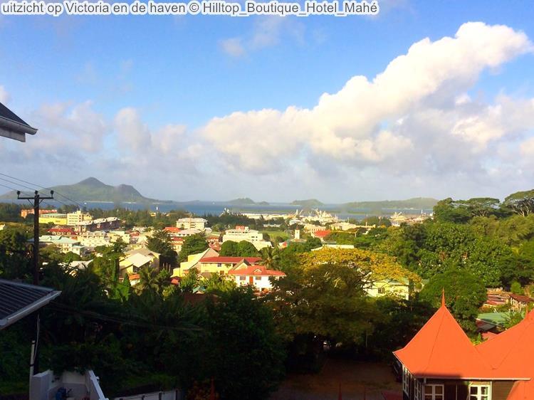 uitzicht op Victoria en de haven Hilltop Boutique Hotel Mahé