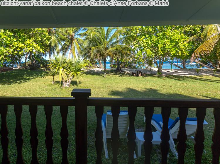 uitzicht vanaf balkon beach chalet Chalets d'Anse Forbans Mahé