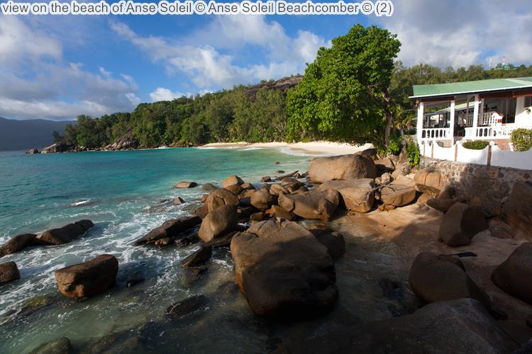 gezicht opthe beach of Anse Soleil Anse Soleil Beachcomber Mahé Seychellen