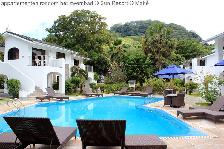 appartementen rondom het zwembad Sun Resort Mahé