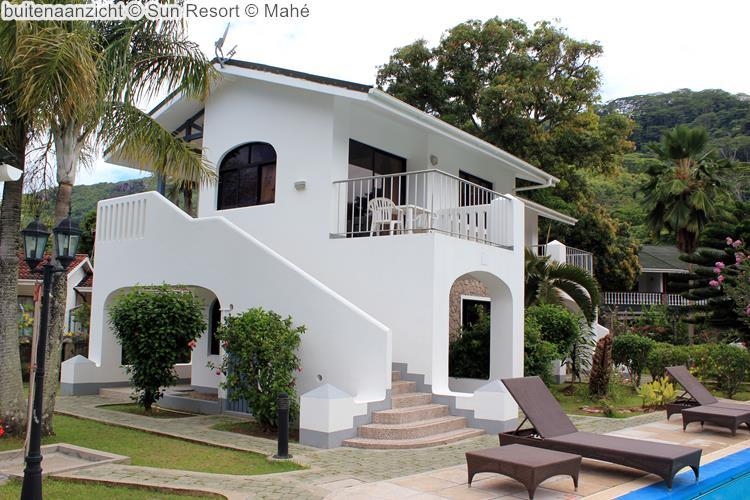 buitenaanzicht Sun Resort Mahé