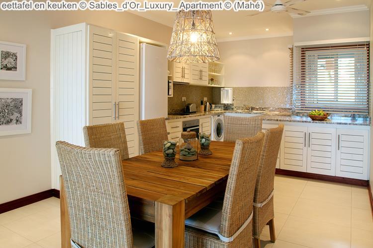 eettafel en keuken Sables d'Or Luxury Apartment Mahé