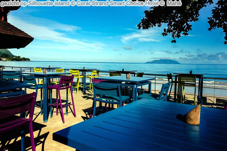 gezicht op Silhouette island Coral Strand Smart Choice Hotel Mahé