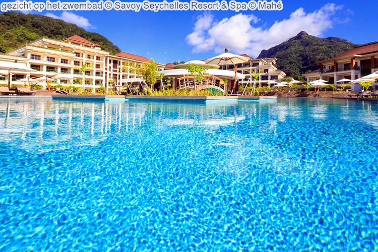 gezicht op het zwembad Savoy Seychelles Resort & Spa Mahé