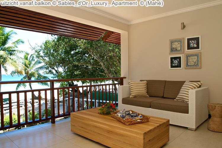 uitzicht vanaf balkon Sables d'Or Luxury Apartment Mahé