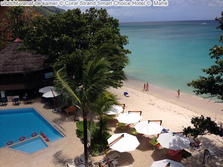 uitzicht vanaf de kamer Coral Strand Smart Choice Hotel Mahé