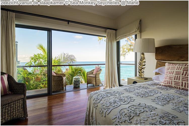 zeezicht vanuit de slaapkamer Sea Monkey Seychelles Mahé